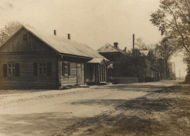 Centrinė Adomynės gatvė. XX a. 5 – 7 deš.