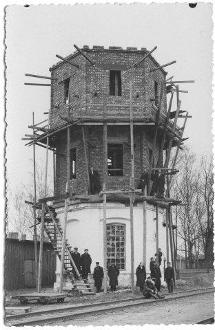 Subačiaus geležinkelio stoties vandens bokšto rekonstrukcija. Apie 1930 m. P. Šinskio nuotrauka.