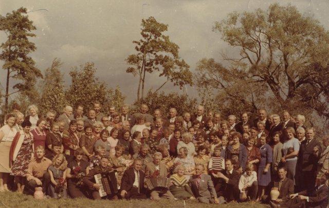 Gegužinė Vėžionių kaime, XX a. II pusė. Nuotrauka iš G. Kukenio.
