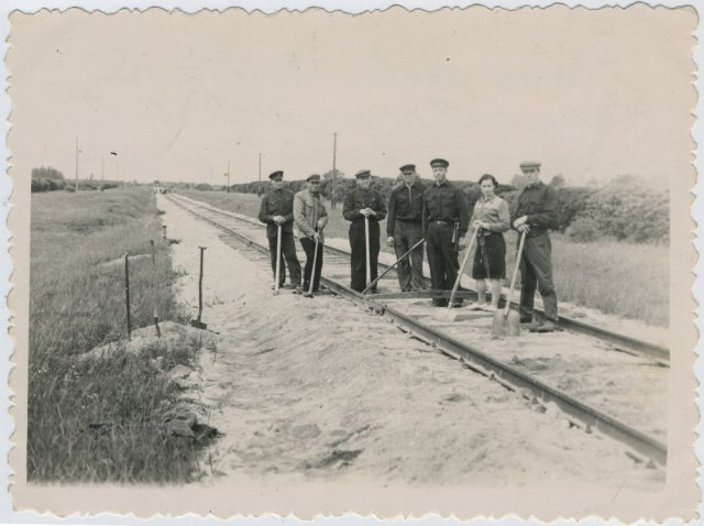 Geležinkelio darbininkai ties Radžiūnais. Apie 1960 m.