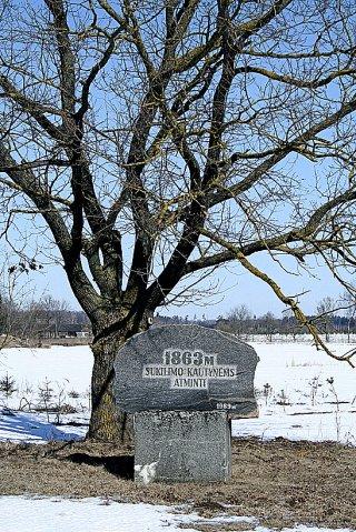 Paminklas netoli Karsakiškio. (Panevėžio raj.), skirtas sukilėliams atminti.
