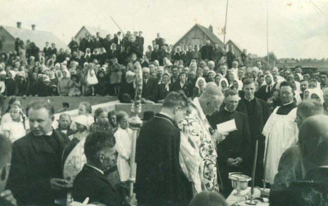 Subačiaus stoties bažnyčios pamatų šventinimas. 1940 m.