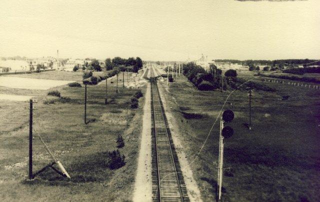 Kupiškio geležinkelis nuo tilto šalia ATĮ. 1972 m.