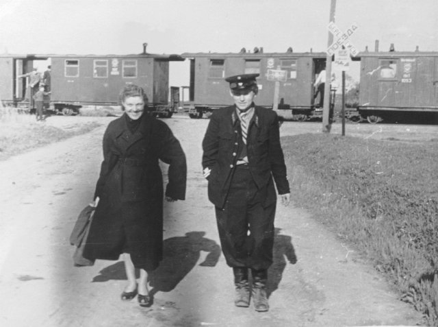 Skapiškio geležinkelio stotyje. Apie 1950 m.