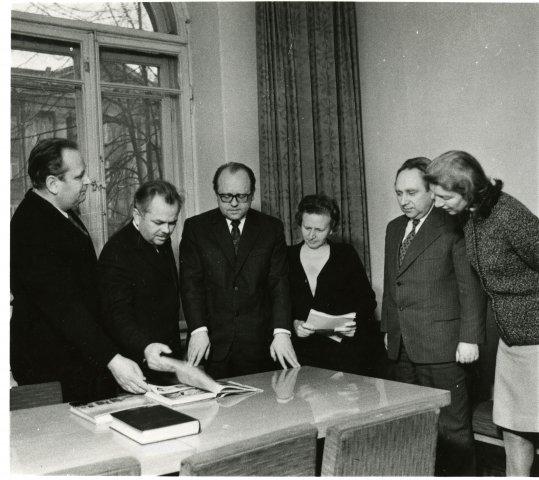 Su kolegomis. Iš kairės L. Mulevičius, V. Merkys, B. Vaitkevičius, R. Žepkaitė, M. Jučas, S. Noreikienė