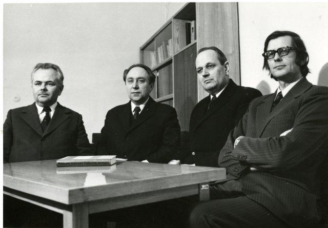 Knygai Lietuvos valstiečių judėjimas 1961–1914 m. sėkmingai išėjus. Iš kairės: V. Merkys, M. Jučas, L. Matulevičius, A. Tyla, 1975 m.