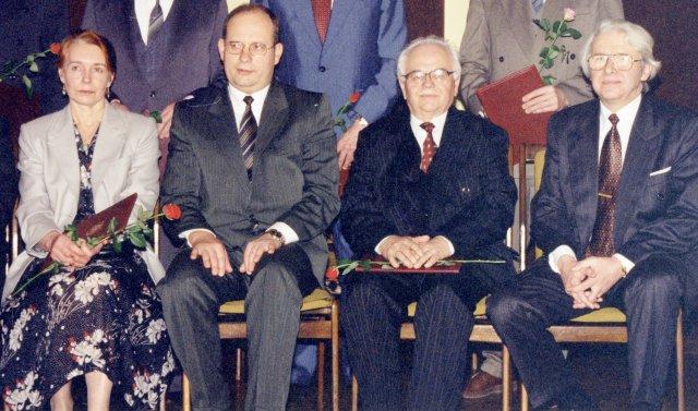 Valstybinės mokslo premijos įteikimas prof. V. Merkiui (antras iš dėšinės) Lietuvos mokslų akademijos salėje, 1998 m.