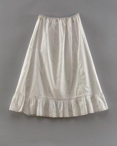 Apatinis sijonas. Apie 1900 m. KEM GEK 158. Gauta 1962 m. Kupiškio mst. (Kupiškio sen., Kupiškio r. sav.) iš seserų Glemžaičių.
