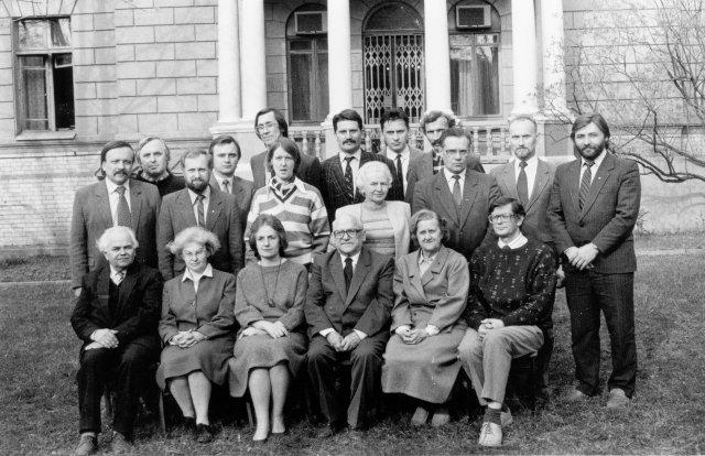 Atkurtos Lietuvos istorijos draugijos valdyba. 1990 m. balandžio 19 d. Sėdi iš kairės: V. Merkys, I. Lukšaitė, J. Kiaupienė, B. Dundulis (pirmininkas), R. Rimantienė, A. Tyla. Stovi iš kairės: E. Morkūnas, Z. Kiaupa, A. Visockis, A. Šulga ir kt.