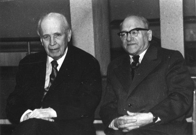 Bronius Dundulis su astronomu Pauliumi Slavėnu. 1979 m. gruodis