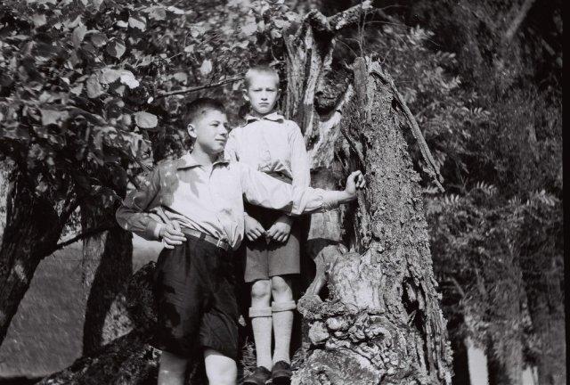 Iš kairės Prano Mažylio sūnėnas Jurgis Jankevičius ir Jonas Mažylis (Liudo tėvas)
