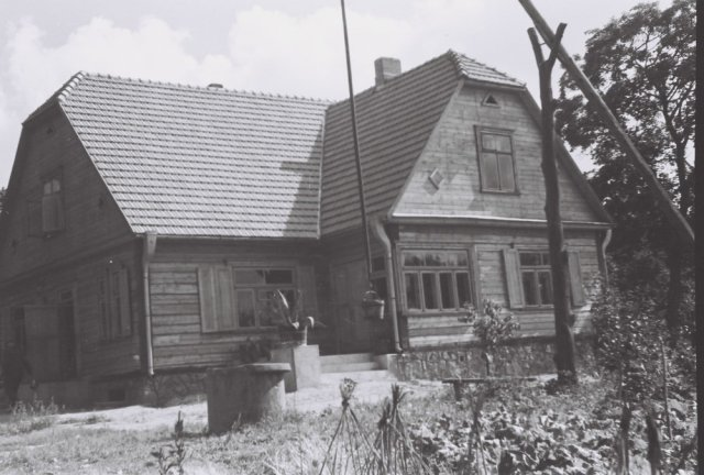 Šileikiškių kaimo sodybos kiemas.