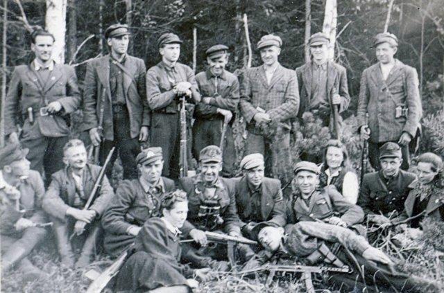 Algimanto apygardos Šarūno rinktinės Lengvenio būrio partizanai apie 1950 m. GAM