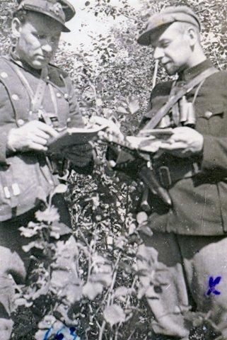 Algimanto apygardos Kunigaikščio Margio rinktinės Juozo Tumo-Vaižganto vadas Juozas Kemeklis-Rokas (dešinėje).GAM