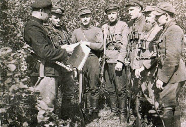 Algimanto apygardos Kunigaikščio Margio rinktinės partizanai su vadu Juozu Kemekliu-Roku (pirmas iš kairės). GAM