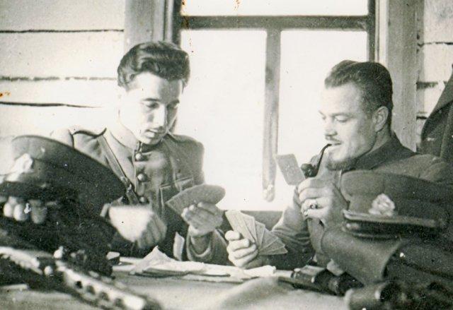 LLKS tarybos prezidiumo narys, Rytų Lietuvos (Kalnų) srities vadas Jonas Kimštas-Žalgiris (dešinėje). GAM