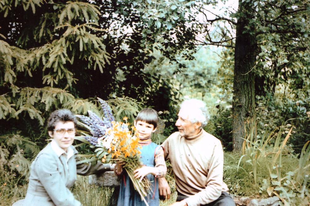Adomas Petrauskas su anūke Kamile Karpyte ir dukra Ona Karpiene, 1976 m. GEK 1680