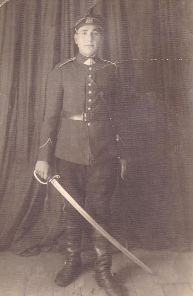 Adomas Petrauskas tarnaudamas Jonušo Radvilos I husarų pulke Kaune, 1938 m. GEK 679