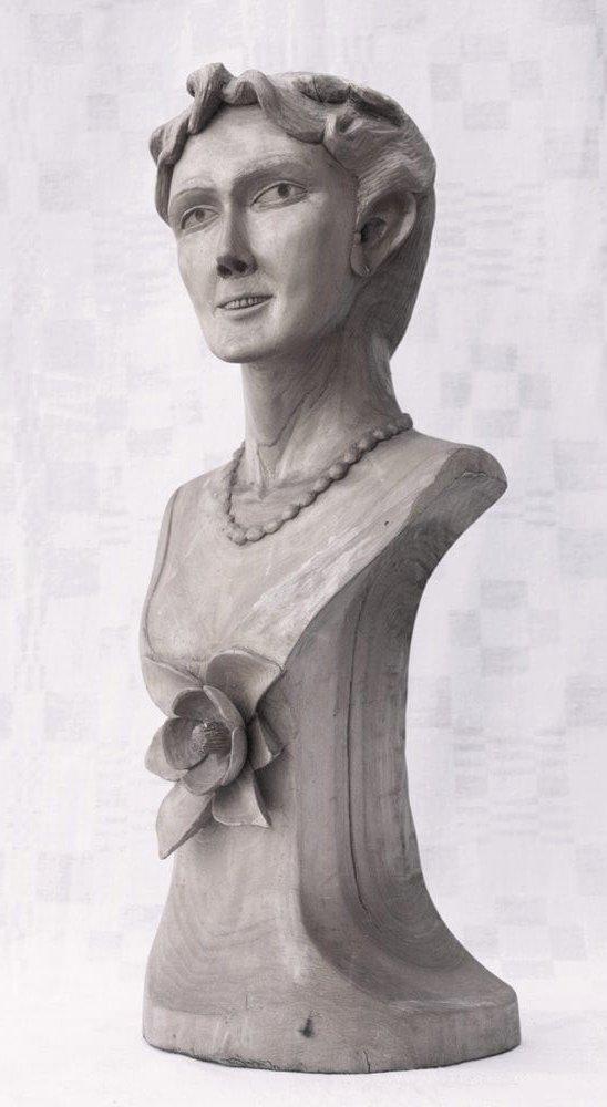 Biustas (medinis, 'Oi, tos gėlės, gėlės', moteris, susuktais į kuodą plaukais, ant krūtinės gėlės žiedas, 1998 m., h - 48,1 cm.)