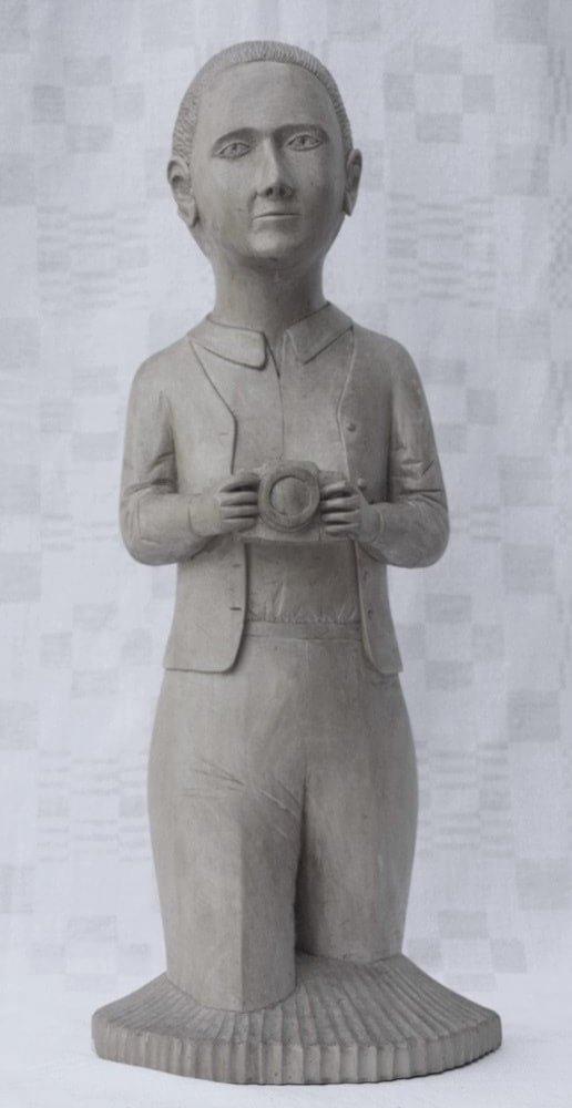 Skulptūra (medinė, 'korespondentė', Alė Pačiulpaitė iš Liaudies kultūros centro atvykdavo pas S. Perekšlį į Kupiškį, 1986 m., h - 50 cm.)