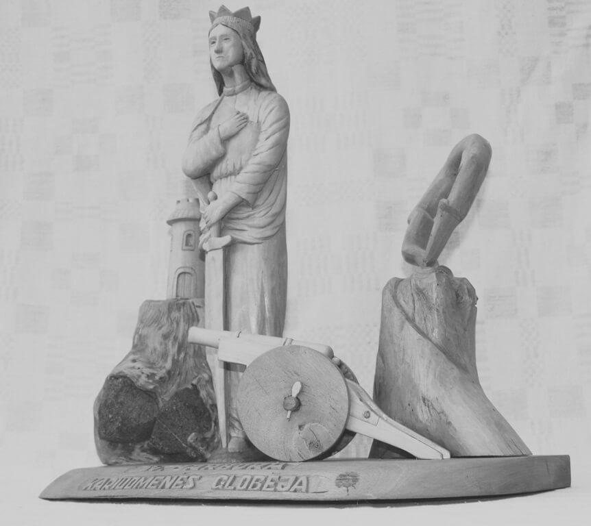 Kompozicija (medis, 'Šv. Barbora kariuomenės globėja'. Ant pagrindo - pilies bokštas, Šv. Barbora su kalaviju, patranka, 2002 m. h - 38 cm.).
