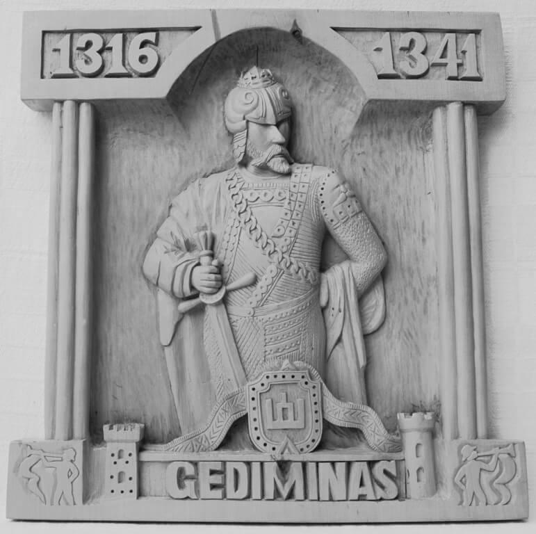 Reljefas (medinis, 'Gediminas', herbas, Gedimino stulpai, 1997 m., 36,2 x 35 cm.)