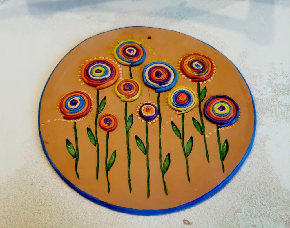 """""""Laimės žiedai"""". Keramika: molis, akrilas. Dydis 26 cm Jurgita Čiplytė 2020 m."""