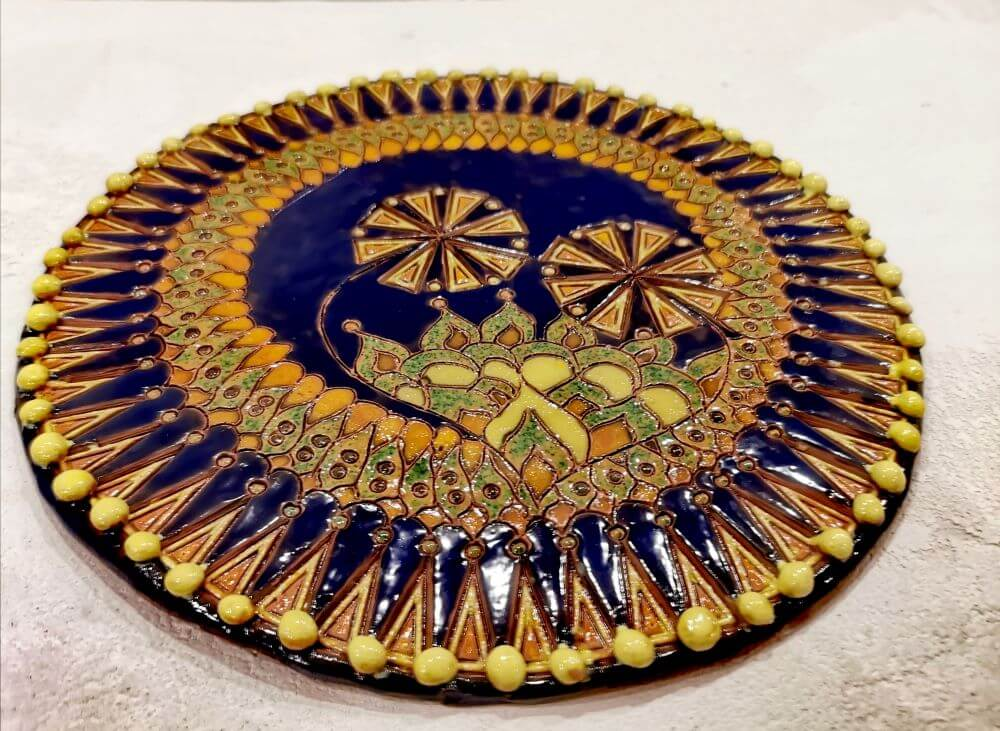 """Mes Karaliai"". Keramika : molis, glazūra. Dydis 26 cm. Jurgita Čiplytė 2020 m."