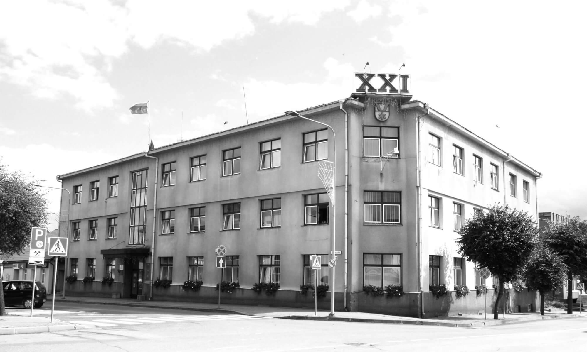 Pastatas, kuriame įsikūrusi Kupiškio rajono savivaldybės administracija. (Buvęs vaistininko Juozo Stuko namas statytas tarpukariu). 2021 m.